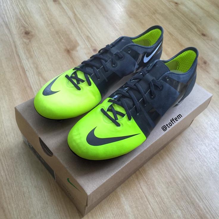 almohadilla Mordrin Típicamente  Milestones – Nike GS Concept 2012 – Boots Vault